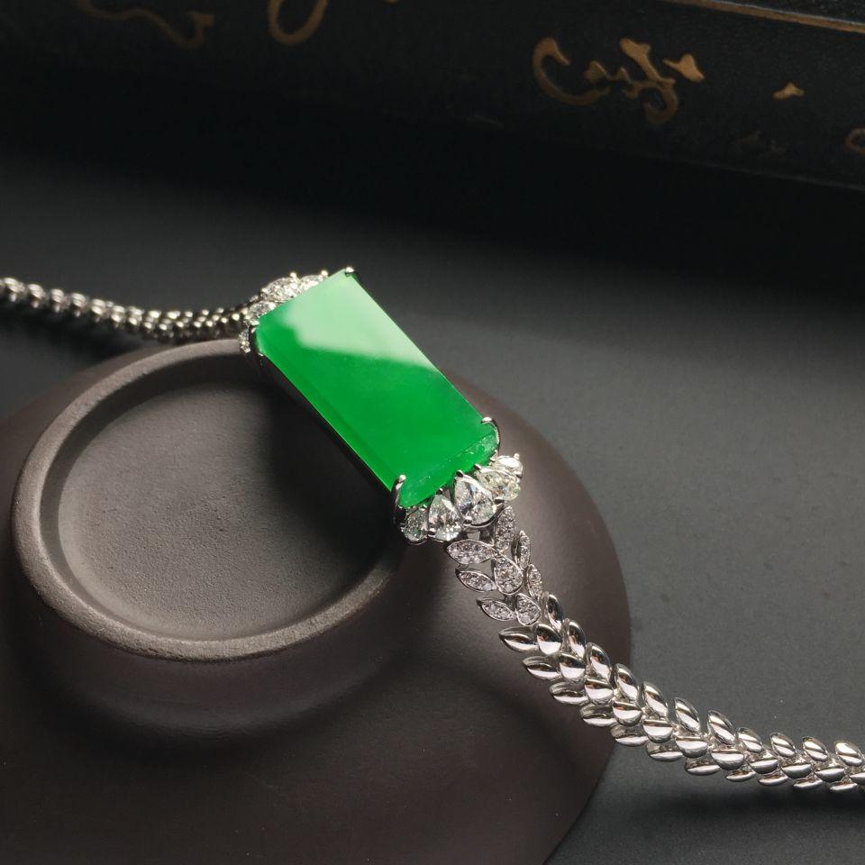 镶白金钻石冰种阳绿平安无事牌手链