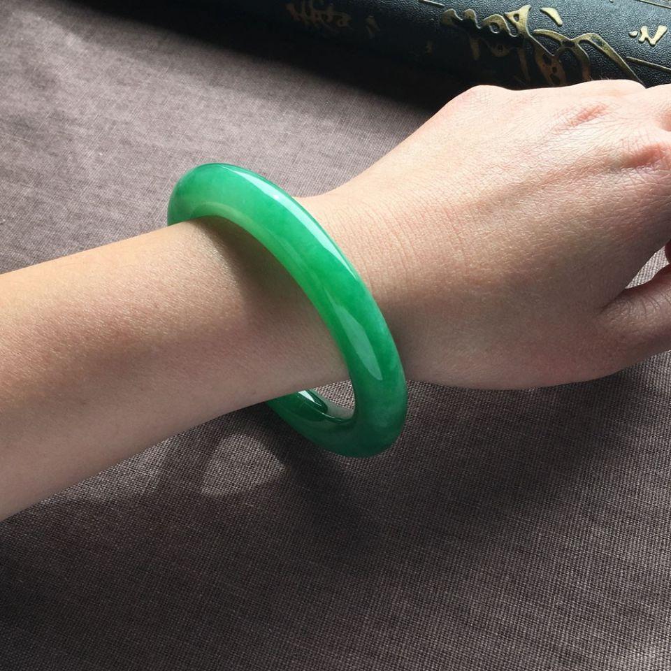 糯冰种翠色圆条手镯(55.2mm)
