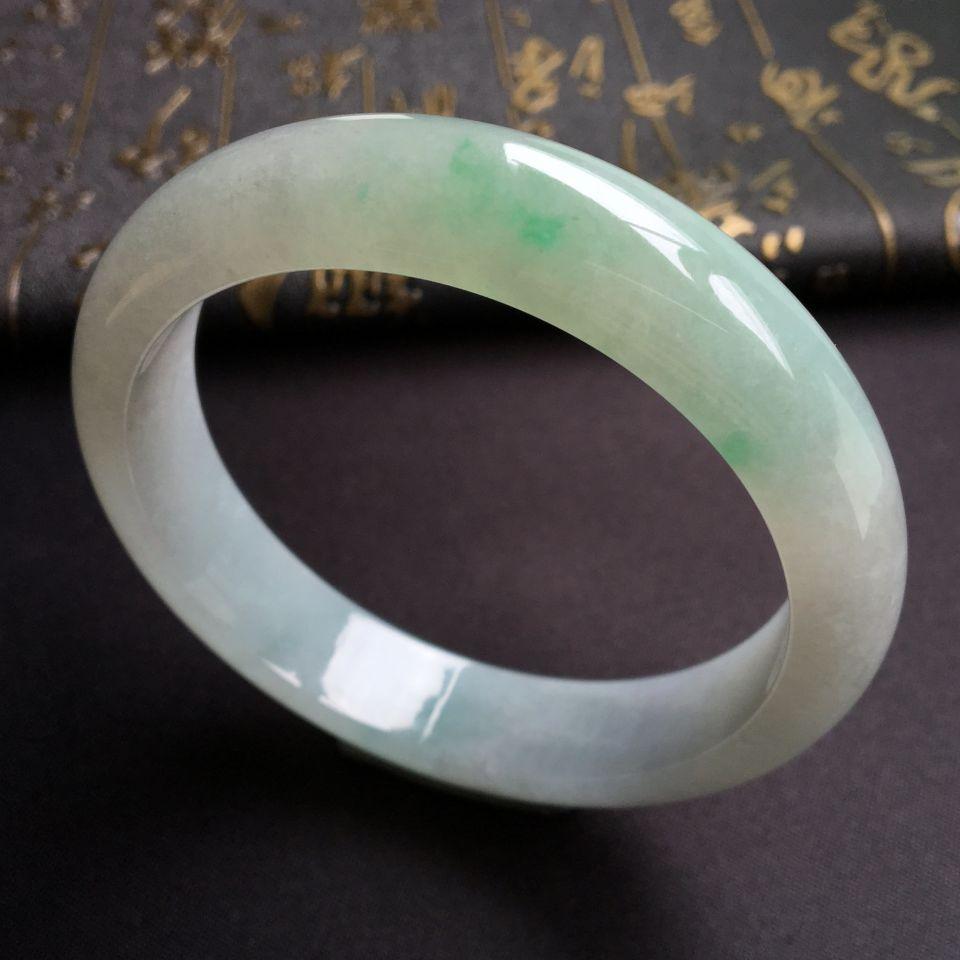 糯冰种略飘翠手镯(63.7mm)
