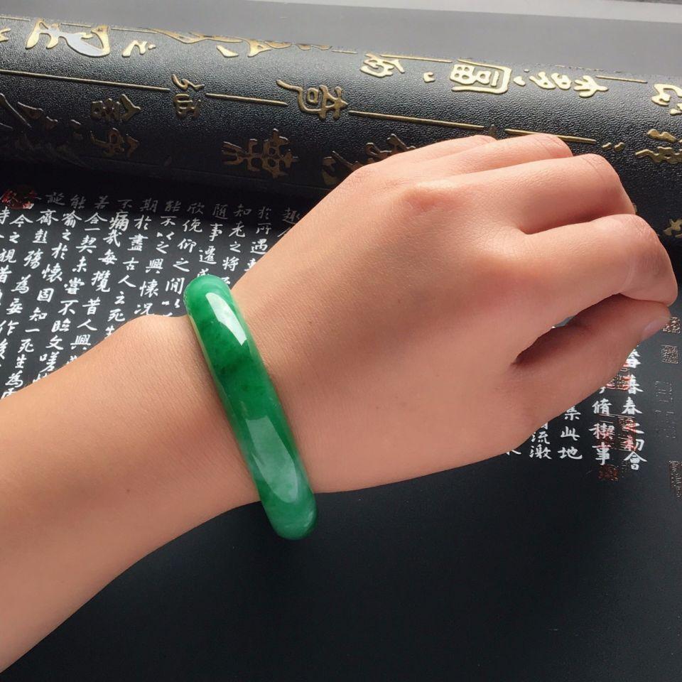 糯冰种阳绿手镯(55.5mm)