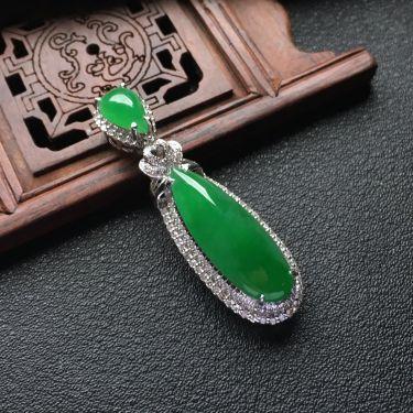 糯冰种阳绿镶白金钻石水滴胸坠