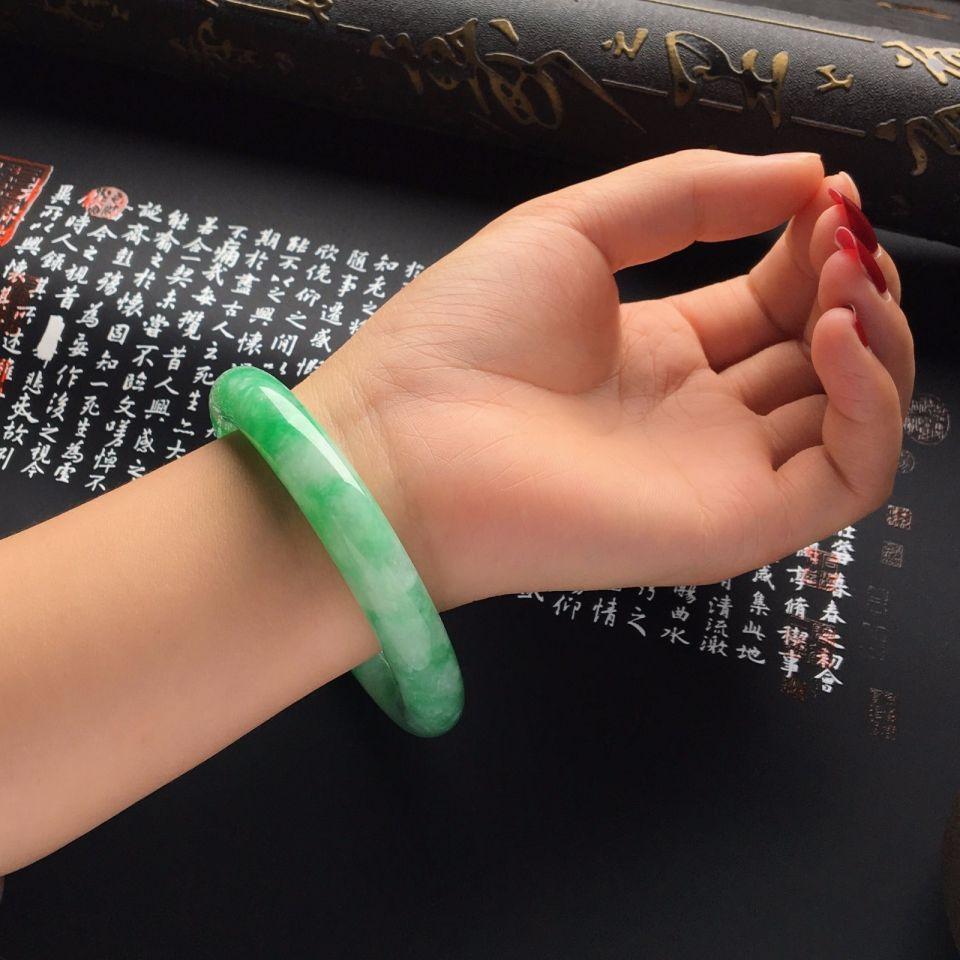 糯冰种飘阳绿圆条手镯(58mm)