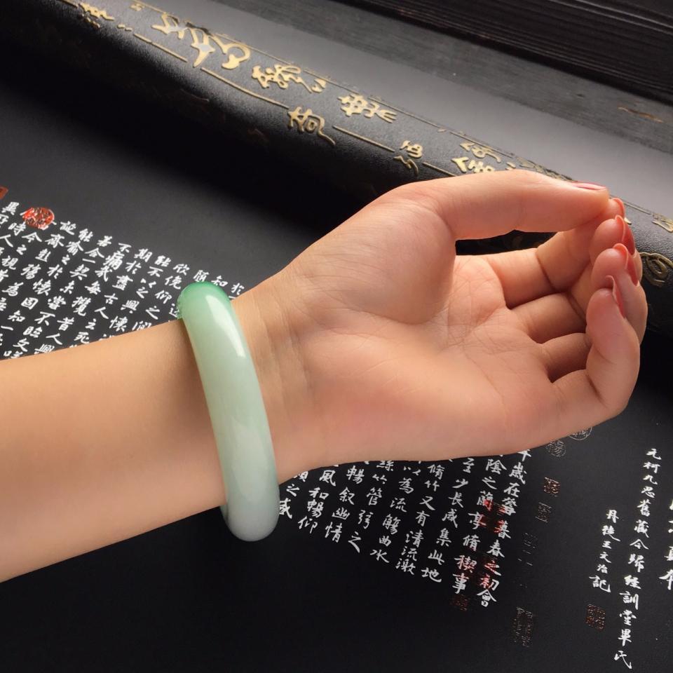 糯冰种飘阳绿手镯(56mm)